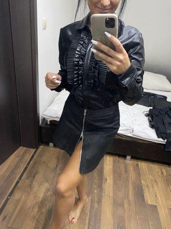 Czarna spodnica z zamkiem