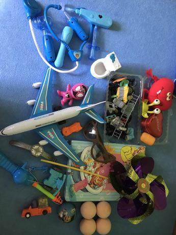 Zabawki różne - pokazane na zdjęciach