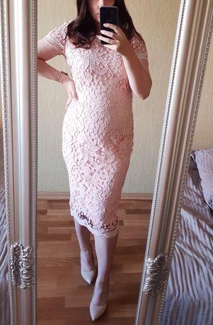Красива мереживна сукня бренду AX Paris