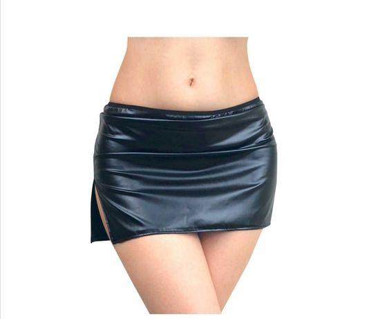 Виниловая чёрная сексуальная юбка