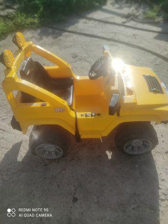 Детская машина на аккумуляторе,цена снижена