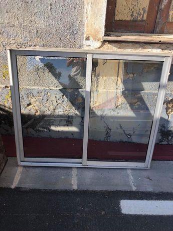 Várias Janelas e Sacadas de aluminío de correr com vidro simples