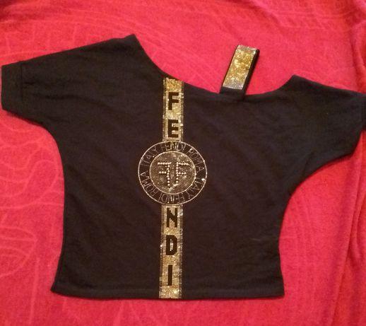 Продам короткую футболку со стразами Fendi