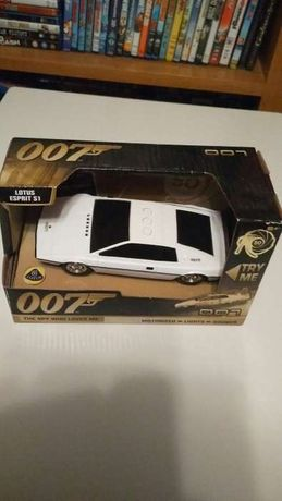 Carro do 007 com sons e luzes