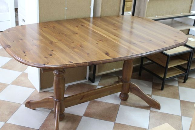 stół sosnowy lakierowany