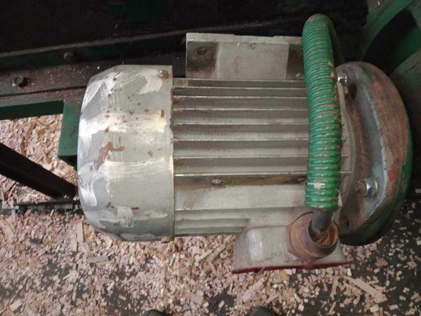 Silnik kołnierzowy oraz na łapach 0,8 kw ok 900 obr.min, sprawny