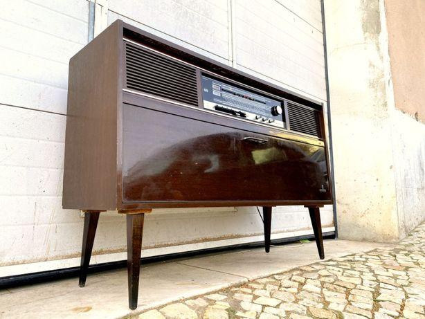 Aparador Rádio gira discos Grundig 118comp x 36prof x 80alt.