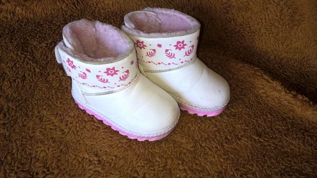 Buty zimowe dziewczęce w rozmiarze 22.