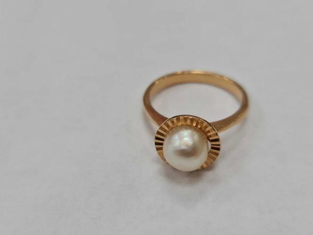 Wyjątkowy złoty pierścionek damski/ 750/ 4.49 gram/ R16/ Perła