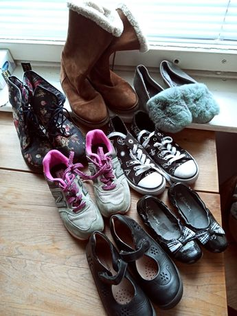Buty dziewczęce lub damskie od roz 30 do 36 zamienię.
