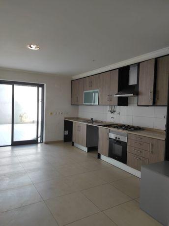 Apartamento T2 duplex c/pátio