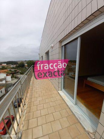 Apartamento T2 com Terraço para arrendamento em Valadares - ref. 21...