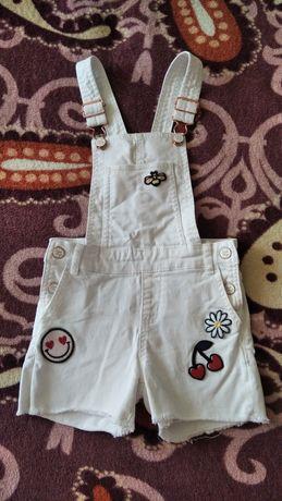 Белый джинсовый комбинезон шорты