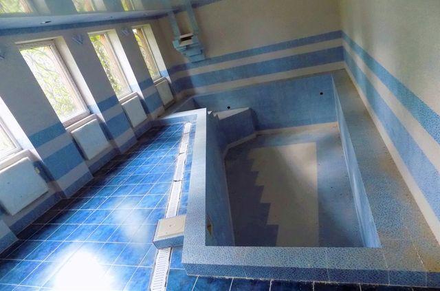 Частный дом с бассейном под бизнес