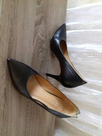 Женские черные туфли(кожа)