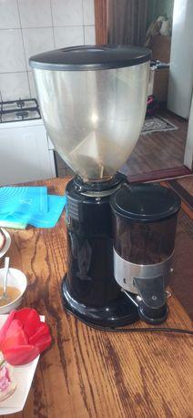 Кофемолка бункерная