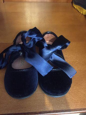 Sapato em veludo azul