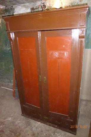 Stara drewniana szafa zabytkowa