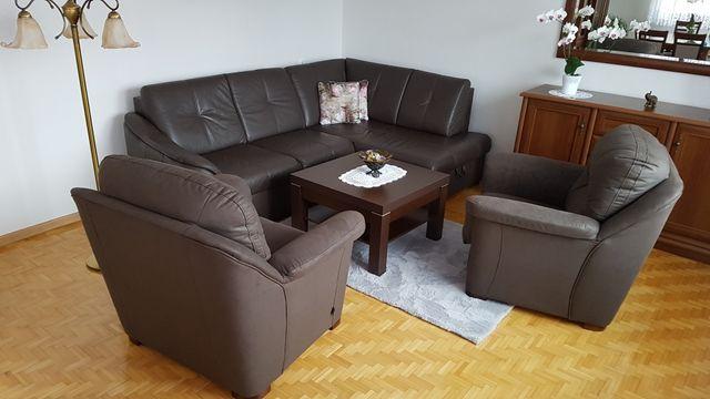Komplet wypoczynkowy : skórzany narożnik, 2 fotele, stolik