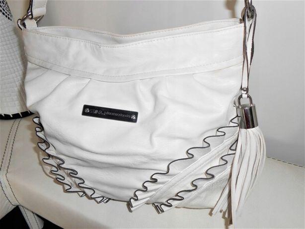 Piękna torebka z falbanami z logo firmy, kolor ecri