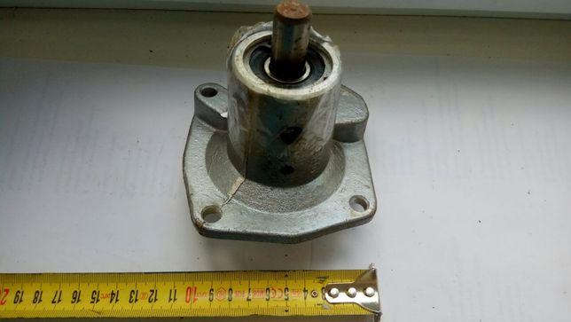 Крышка водяной помпы ( для охлаждения двигателя) ВАЗ 2101-06