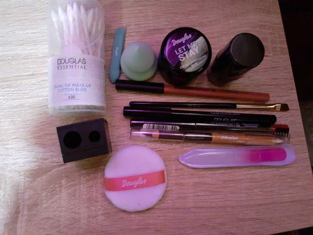 Vários produtos maquilhagem Douglas