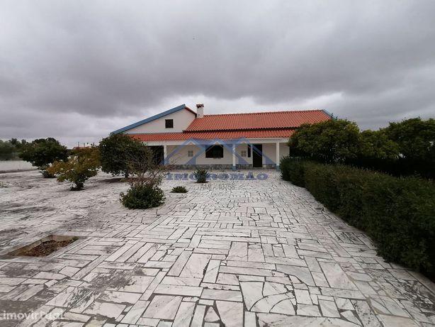 Moradia V4 - Terreno 3469 m2 (+ 1200 m2 de edificação)