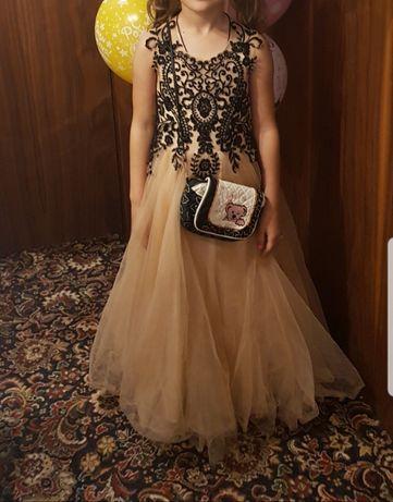 СРОЧНО.Нарядное детское платье Pollardi брендовое.Новогоднее платье