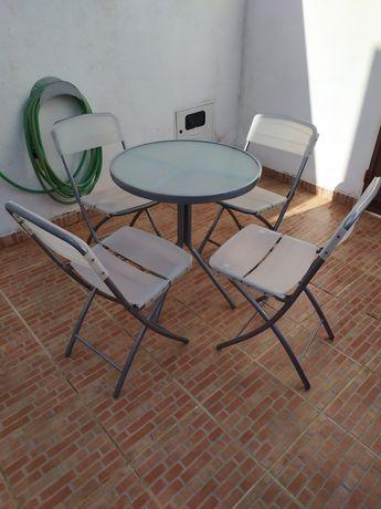 Conjunto mesa e 4 cadeiras jardim
