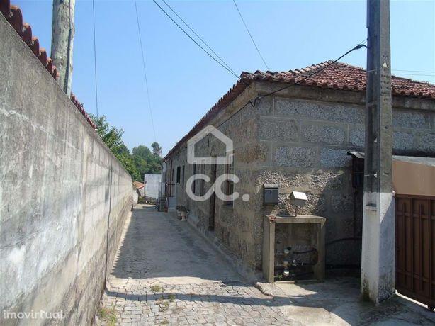 Conjunto de 5 moradias de bairro em Nespereira