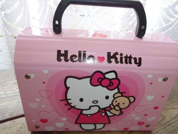 Hello Kitty kuferek kartonowy z rączką