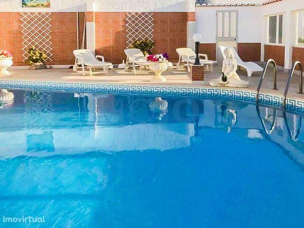 Moradia com 5 casas independentes com piscina em Sagres