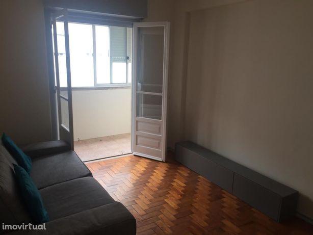 Arrendo apartamento T2 Mobilado Sacavém