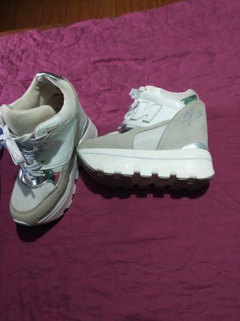 Кросівки, снікерси