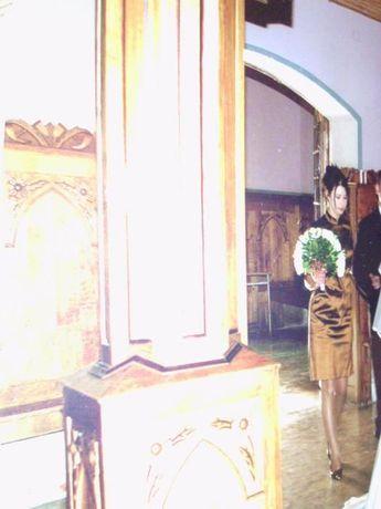 Japonska sukienka na wesele midi zlota dla zgrabnej 38