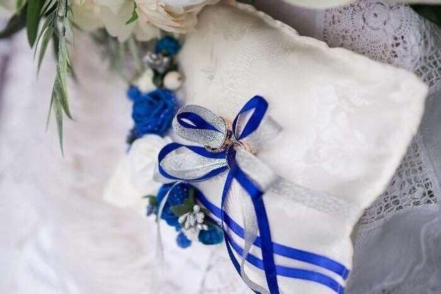 Свадебные аксессуары: подушечка для колец