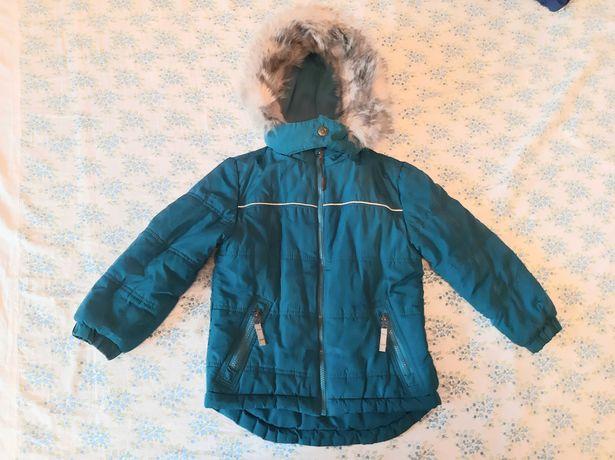 Куртка демисезонная на 4-5 лет.