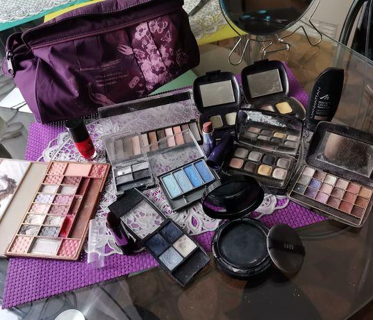 Zestaw kosmetyków kosmetyczka gratis
