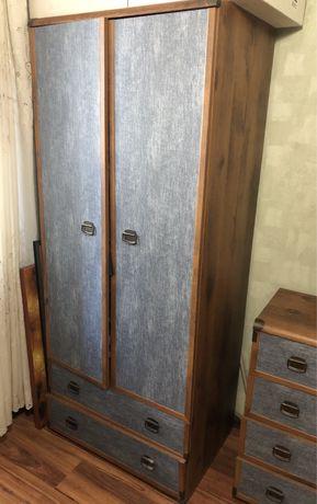 Продам детскую спальню: шкаф, письменный стол, диван-кровать, комод