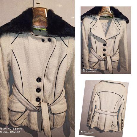Белое, бежевое стёганое , кашемировые пальто воротник натуральный мех,