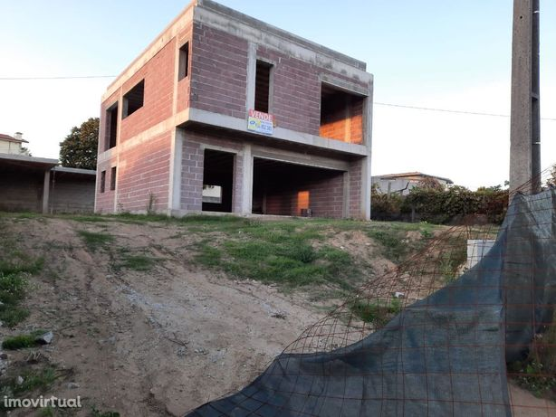 Moradia em Felgueiras (Sta Cristina de Figueiró)