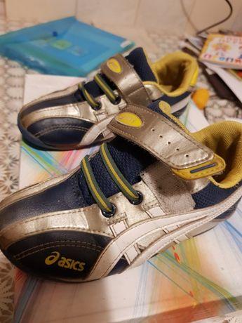 Удобные кроссовки ASICS в хорошем состоянии 28.5 стелька 18