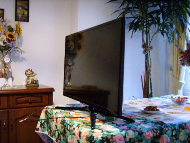 Telewizor Samsung UE32F5500AW - uszkodzony