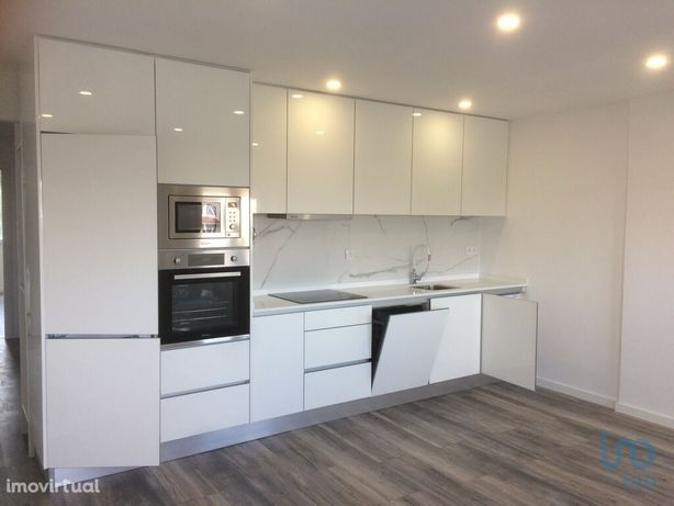 Apartamento - 74 m² - T3