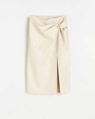 Молочная кожаная юбка
