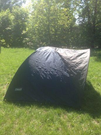 Новая палатка,2-х слойная,для 3 человек,непромокает,навесом для вещей.