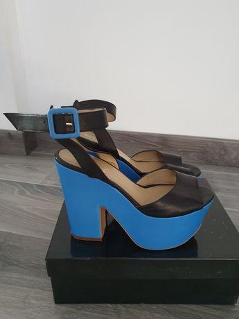Buty damskie skórzane  na koturnie simple 37