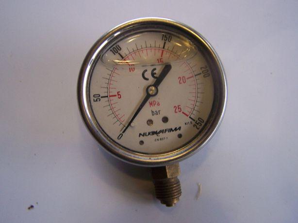 Manometr do mierzenia cisnienia oleju