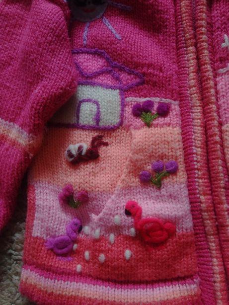 Вязанная кофта с капюшоном на девочку.