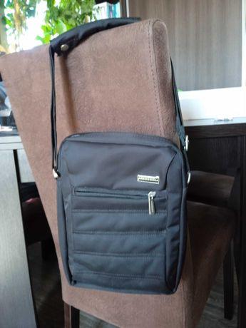 """Mała, pionowa torba na notebooka 12"""". Stan idealny. 21x27x4. Polecam!"""